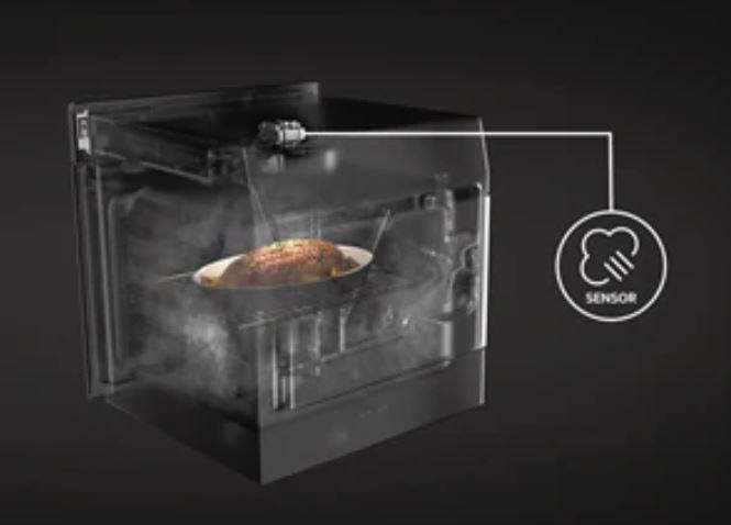 OPTIMÁLNÍ VÝSLEDKY SE SNÍMAČEM VLHKOSTI Pokročilý senzor vlhkosti, který je součástí této trouby, automaticky nastaví správné množství páry, čímž zajistí šťavnatou texturu a intenzivní chuť jídla.